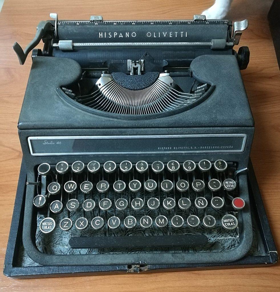 Máquina de escribir Hispano Olivetti Studio 46