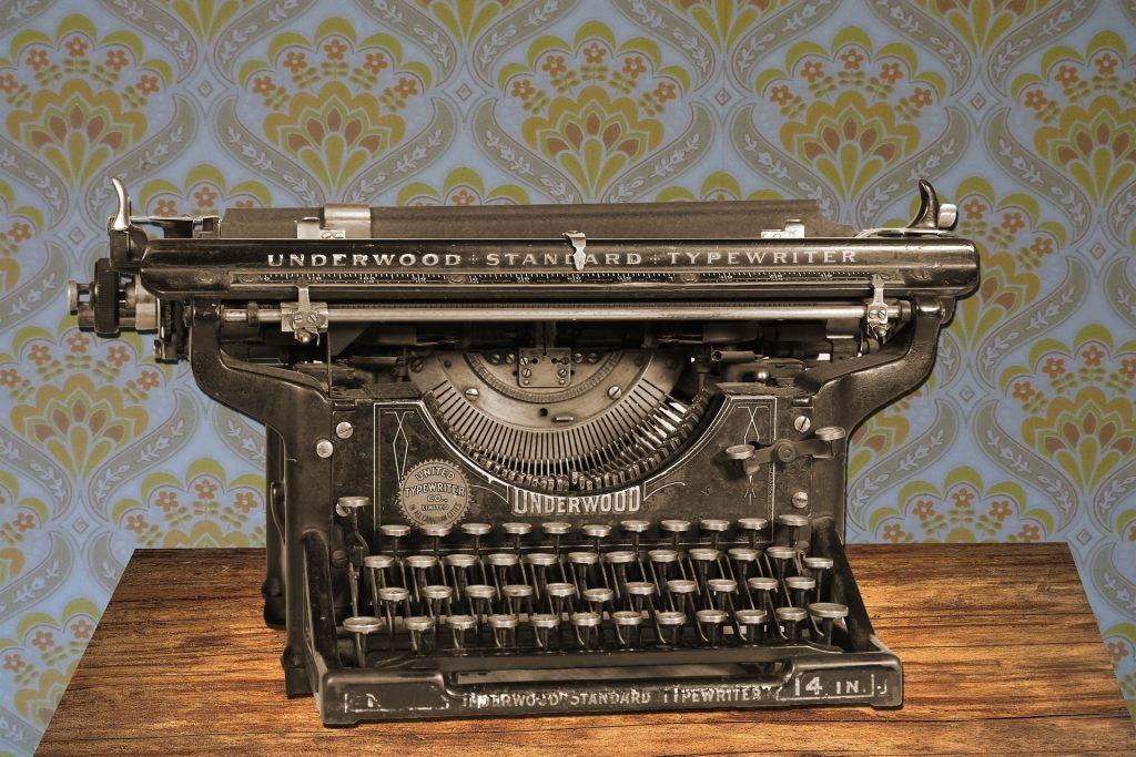 Máquina de escribir Underwood antigua