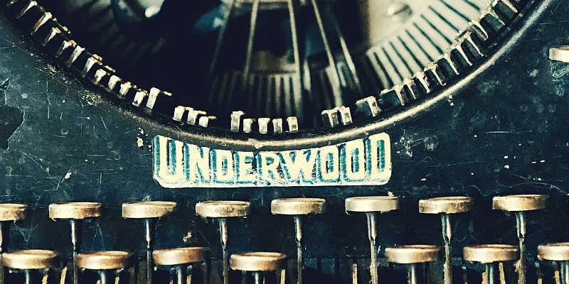 Detalle del teclado de una Underwood antigua
