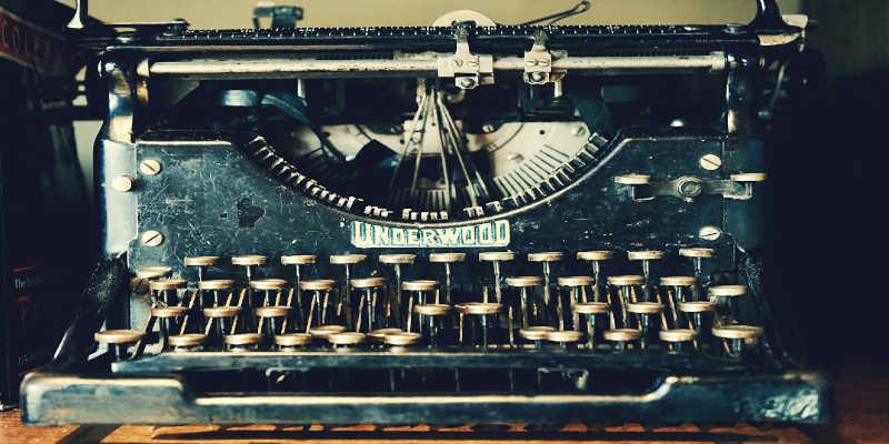 Máquina de escribir Underwood de metal